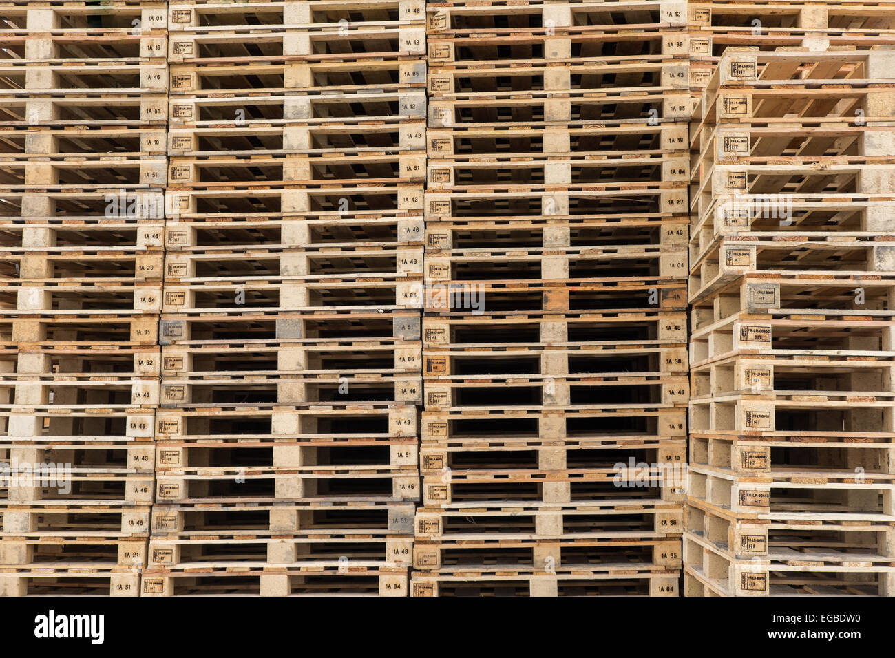 Pallets Stacked Stock Photos & Pallets Stacked Stock Images - Alamy