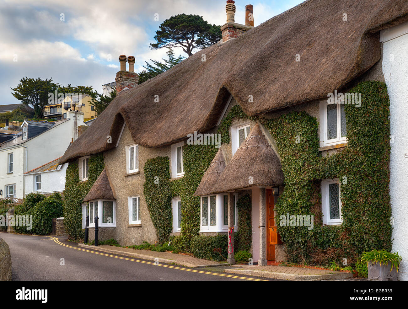 Pretty thatched cottages at the seaside town of St Mawes near Falmouth in Cornwall - Stock Image