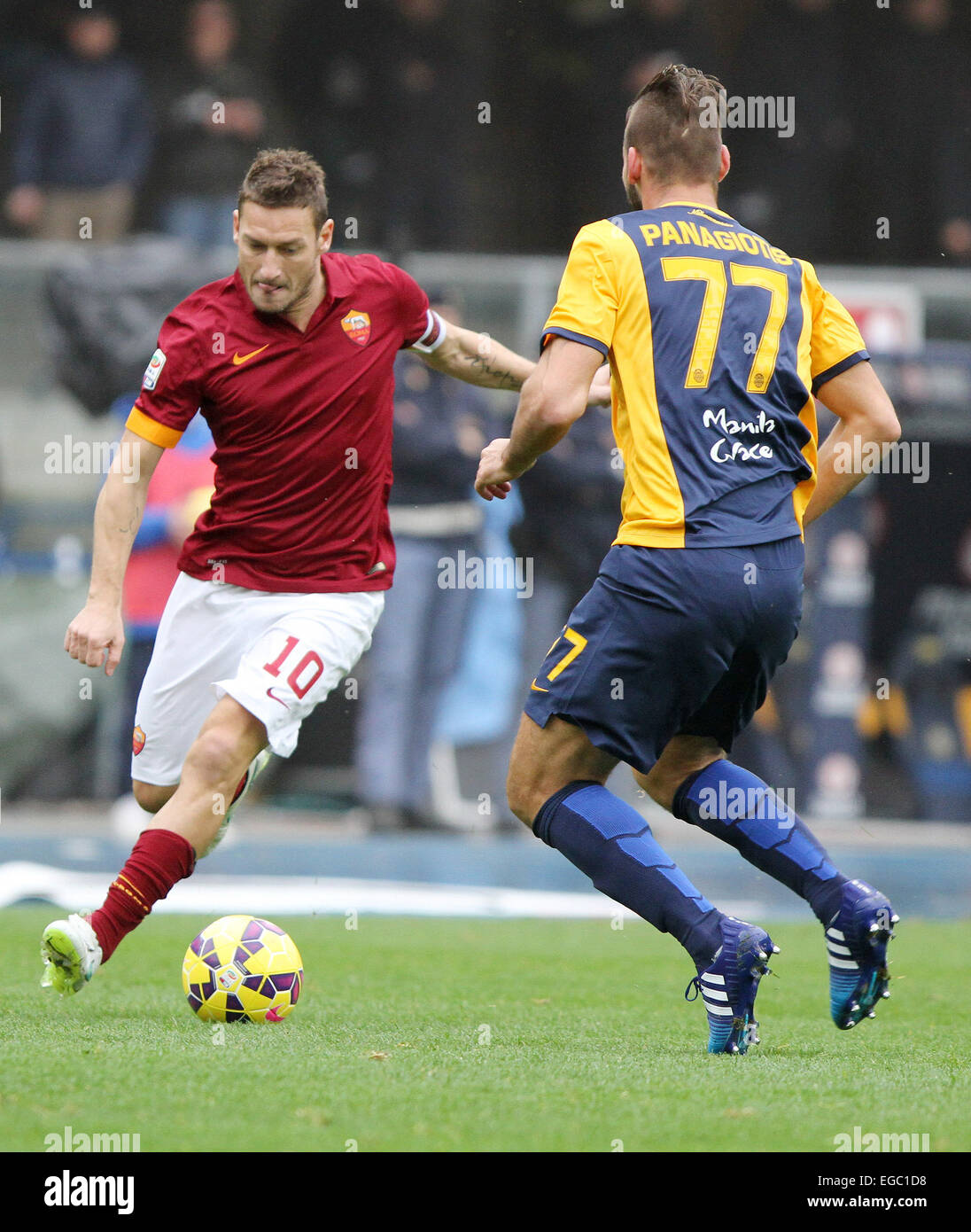 Verona, Italy. 22nd February, 2015. Roma's forward Francesco Totti  (L) during the Italian Serie A football - Stock Image