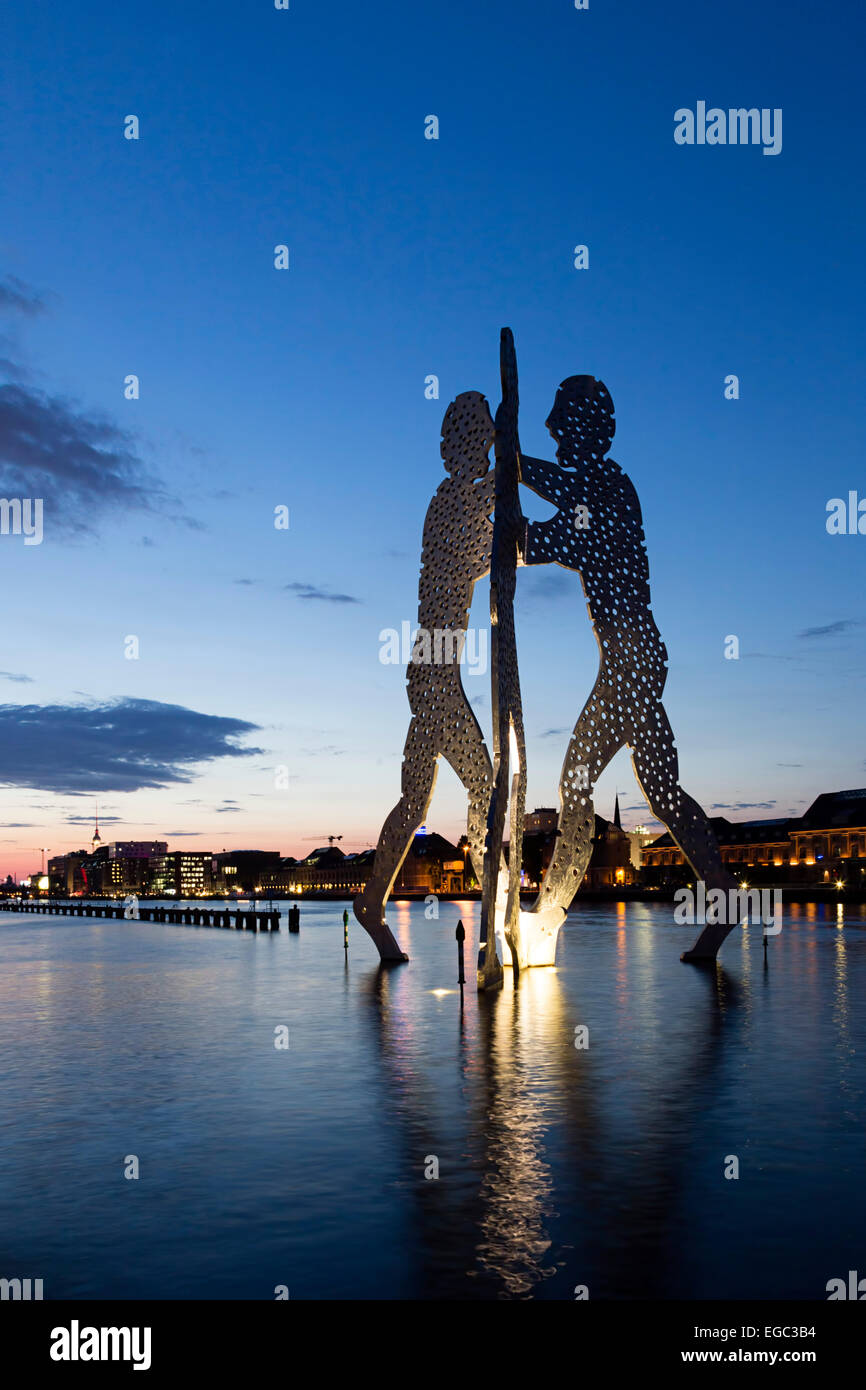 River Spree, Molecule  Man by Artist Jonathan Borofsky, Berlin , Germany - Stock Image