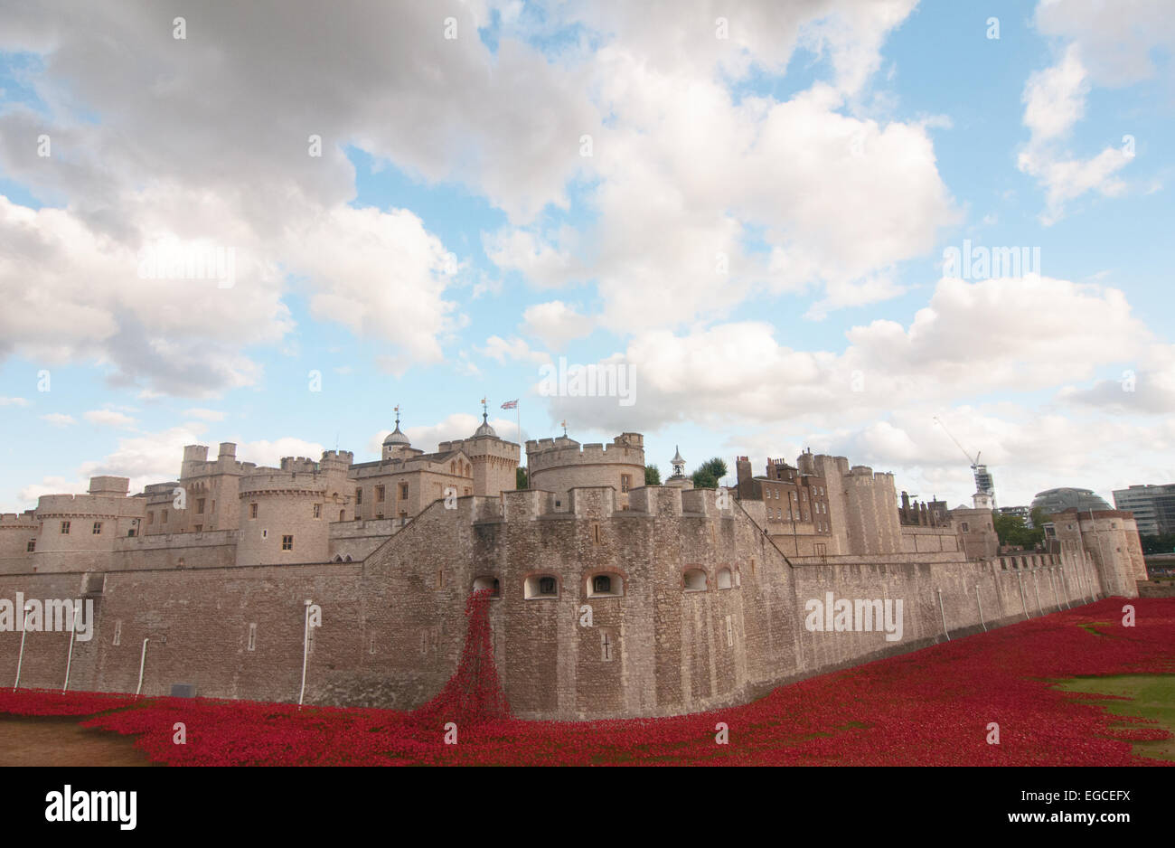 The Blood Swept Lands and Seas of Red art installation at the Tower of London. The exhibit commemorates World War - Stock Image