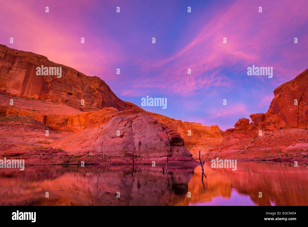 Lake Powell is a reservoir on the Colorado River, straddling the border between Utah and Arizona (most of it, along Stock Photo