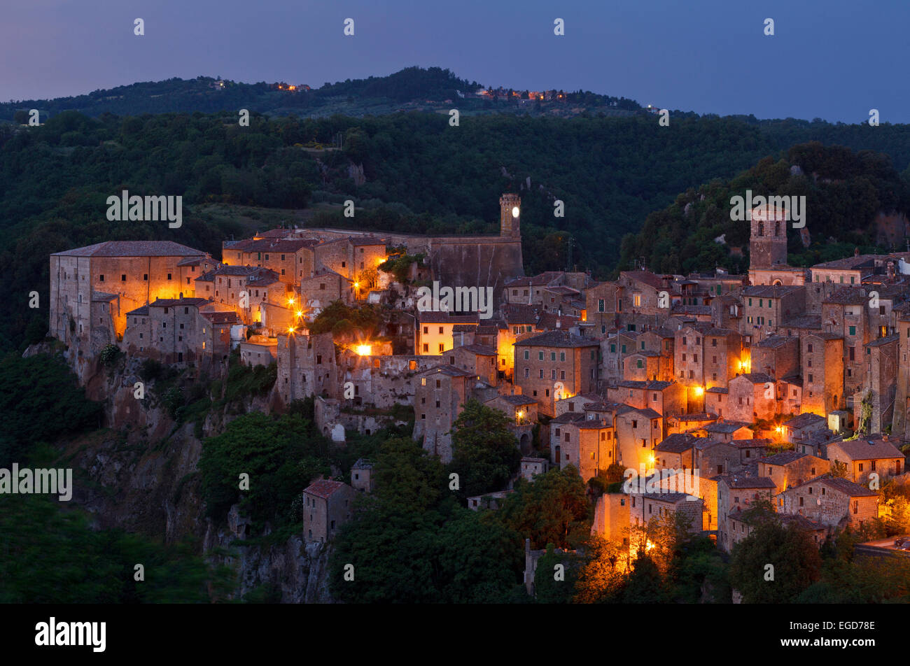 Sorano, an ancient medieval hill town in the evening light, province of Grosseto, province of Grosseto, Tuscany, - Stock Image