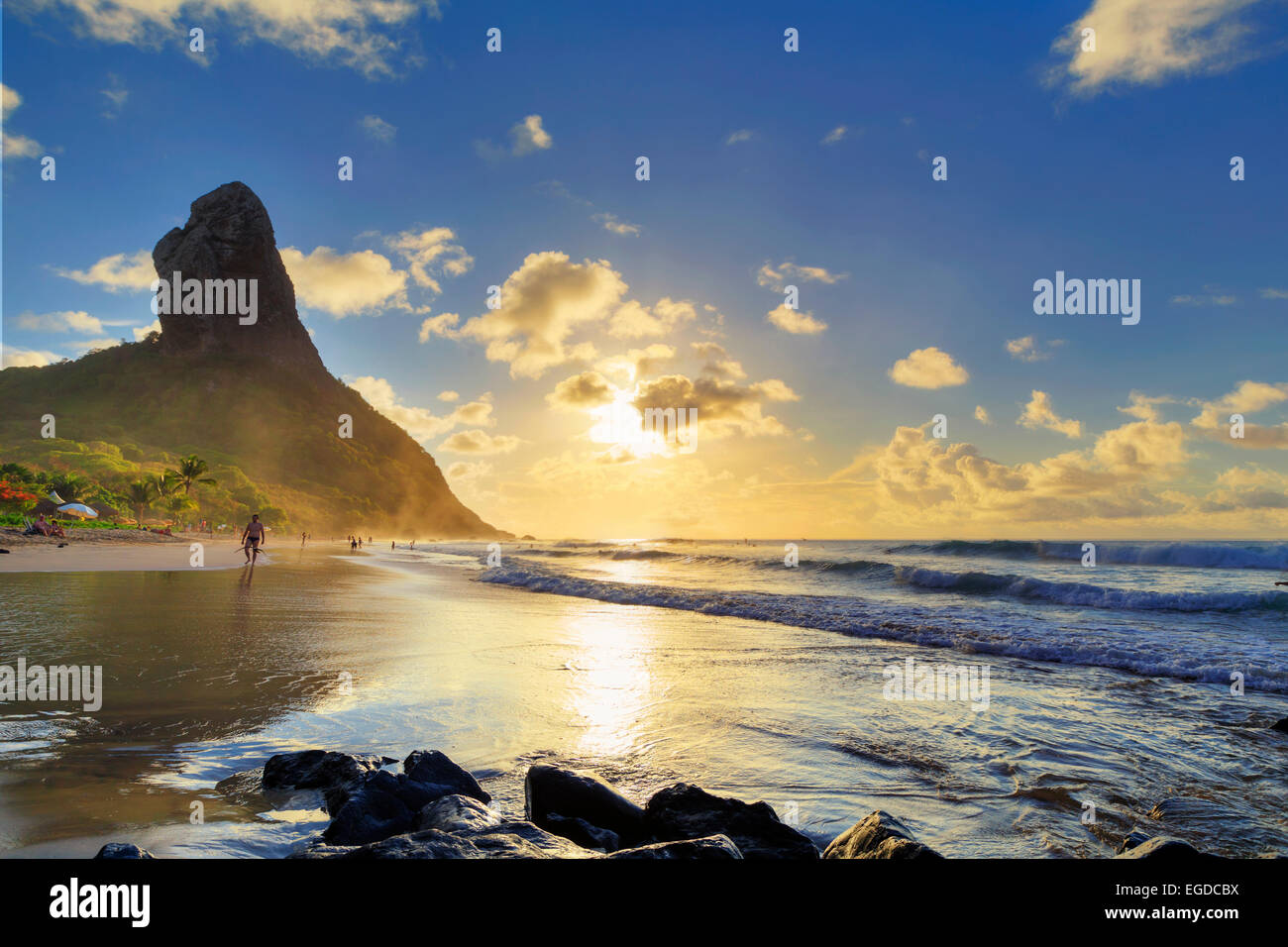 Brazil, Fernando de Noronha, Conceicao beach with Morro Pico mountain in the background - Stock Image