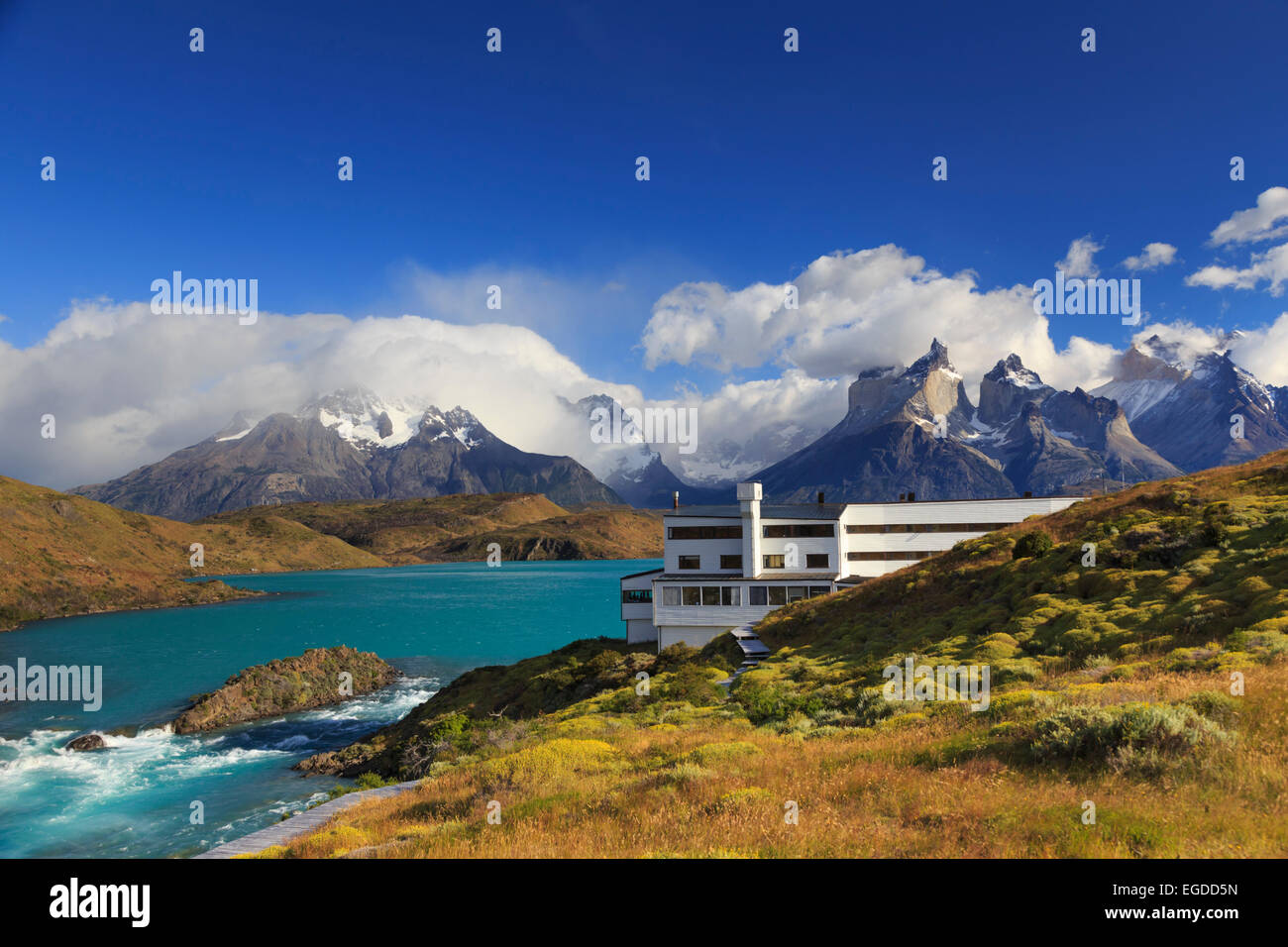 Chile, Patagonia, Torres del Paine National Park (UNESCO Site), Cuernos del Paine peaks and Luxury Hotel Explora - Stock Image