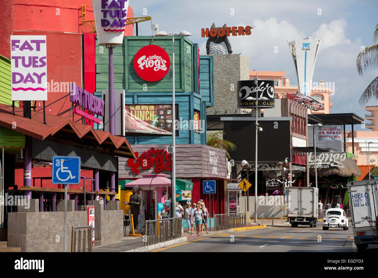 Boulevard Kukulkan In The Hotel Zone Cancun Mexico Stock Photo