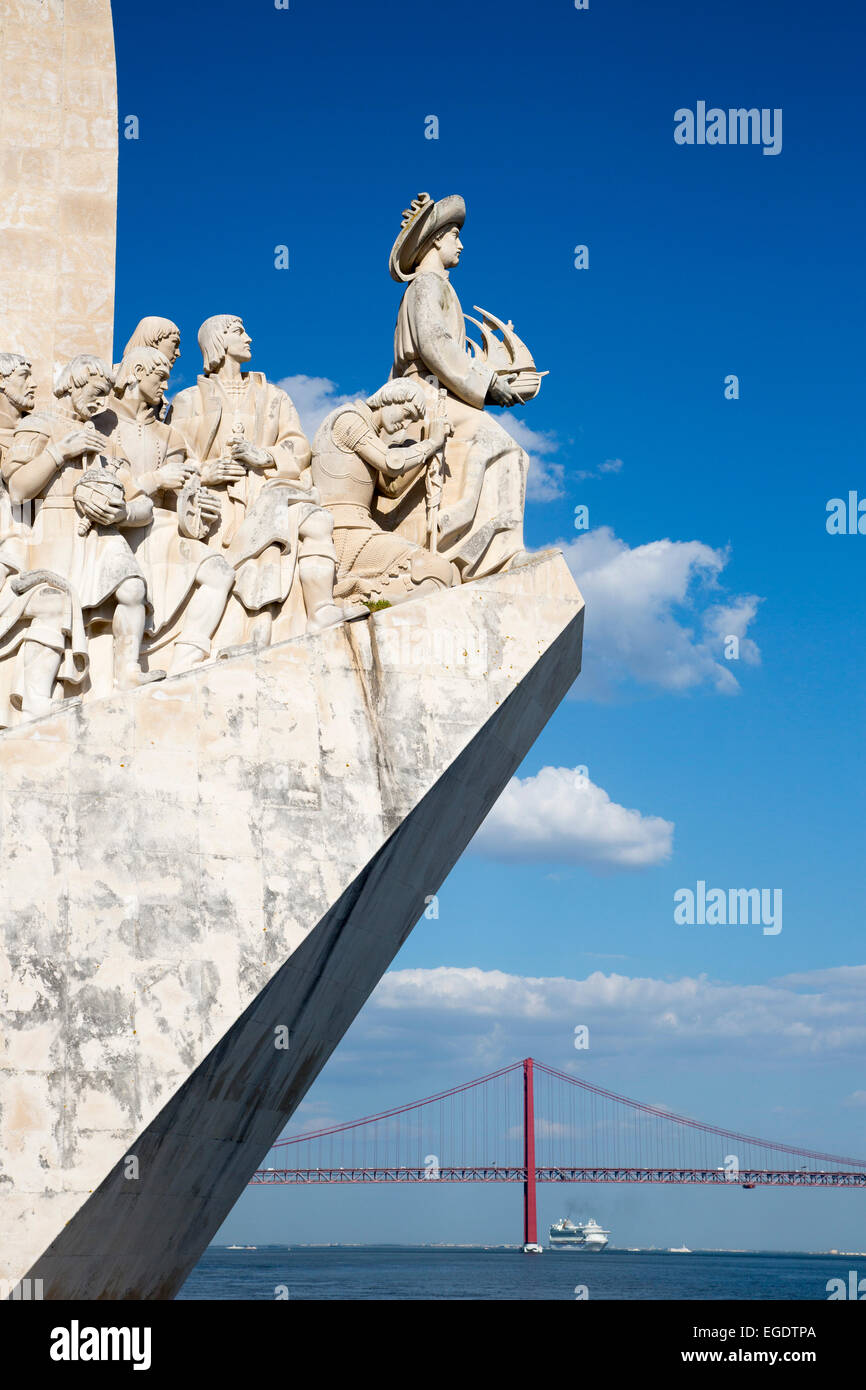 Padrao dos Descobrimentos (Discoveries Monument) in Belem with Ponte 25 de Abril bridge over Tagus river and cruise - Stock Image