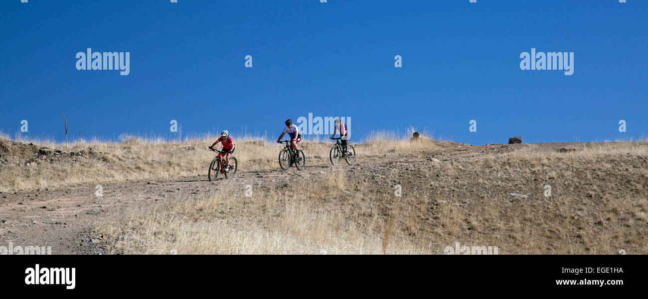 Golden, Colorado - Mountain bike riders on North Table Mountain, a mesa above Denver with is designated an 'open - Stock Image