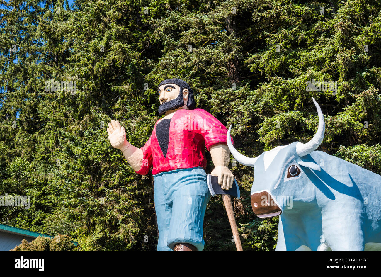 Paul Bunyan and Babe the Blue Ox statues. Trees of Mystery, Klamath, California, United States. - Stock Image