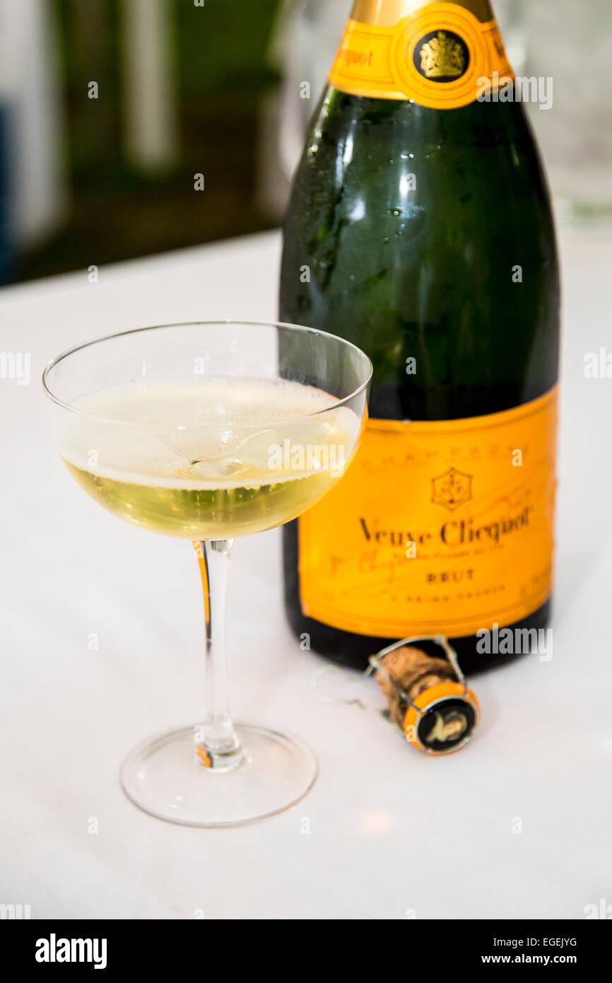 Veuve clicquot champagne stock photos veuve clicquot champagne stock images alamy - Coupe champagne veuve clicquot ...
