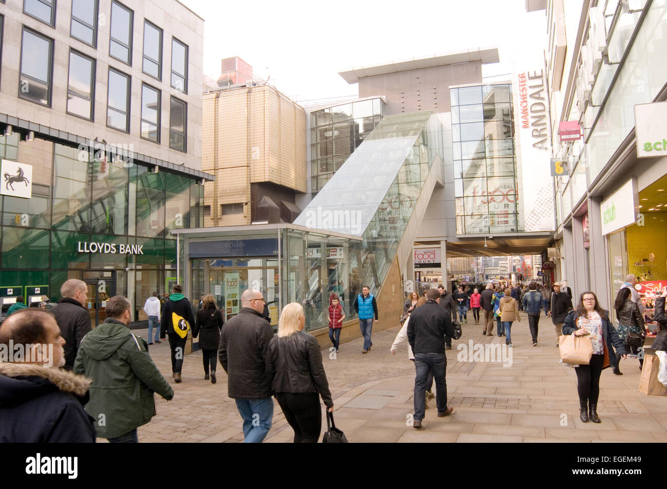 uk highstreet highstreets high street streets manchester arndale center centre busy people shopper shoppers shopping - Stock Image