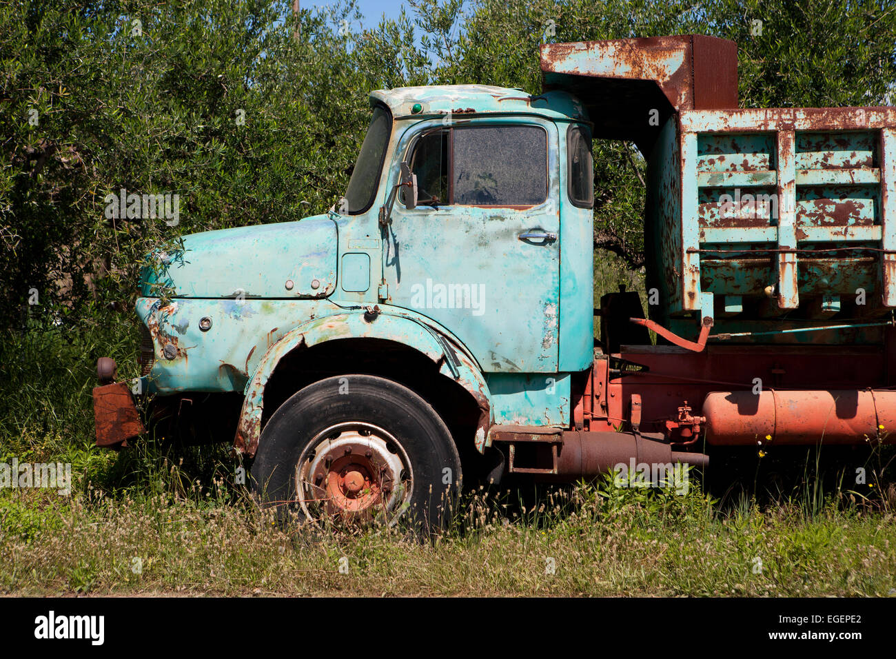 Rusty Old Trucks Stock Photos & Rusty Old Trucks Stock Images - Alamy