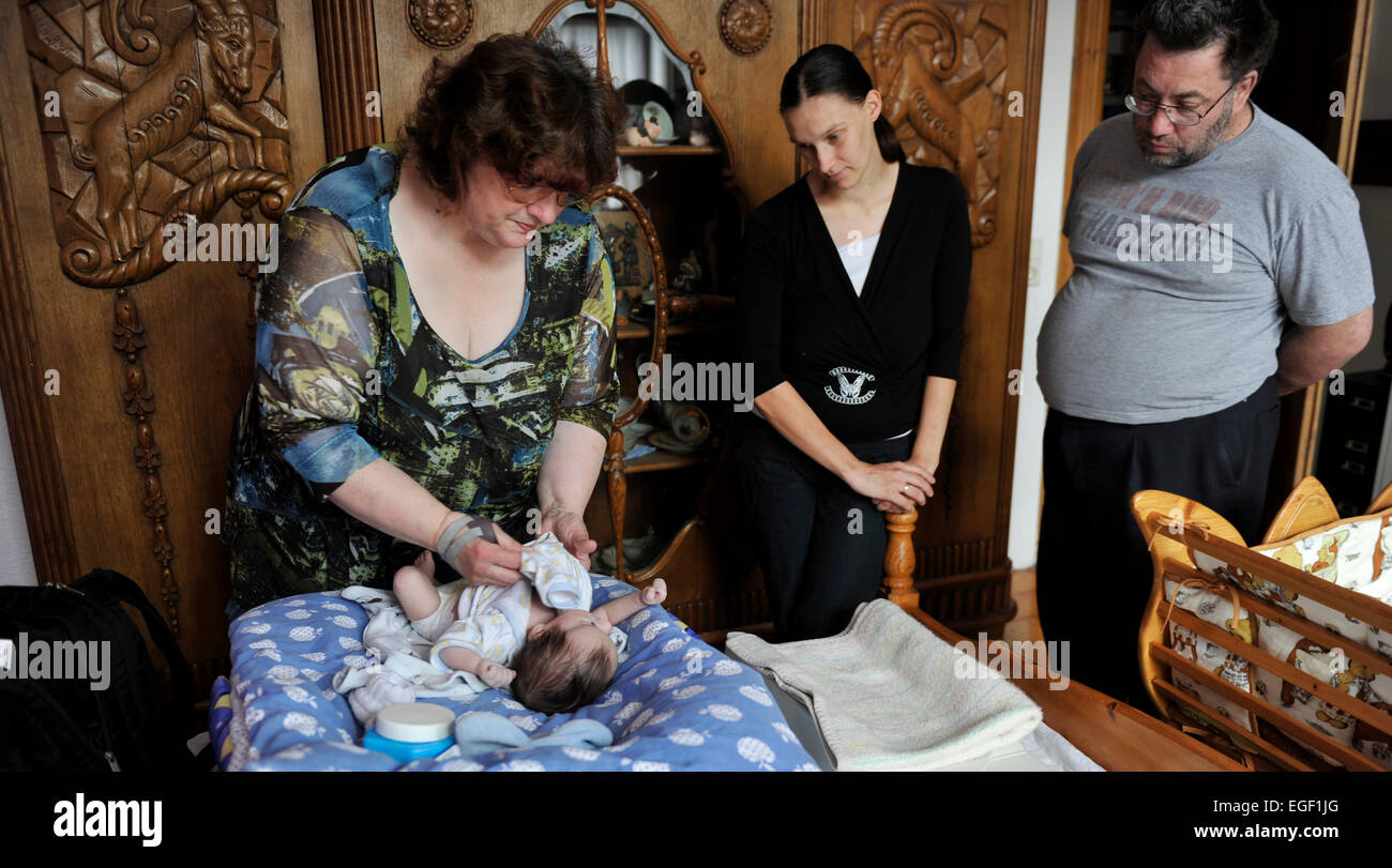The home visit midwife wins for prevention and care for the birth of a child is becoming increasingly important. - Stock Image