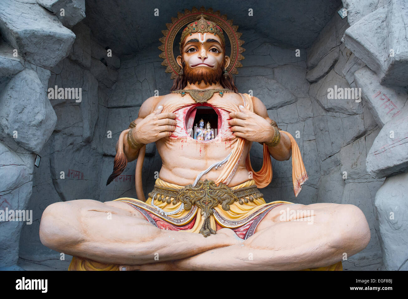 Hanuman statue at Parmarth Niketan Temple, Swarg Ashram on the banks of the Ganges (Ganga) in Rishikesh, Uttarakhand, - Stock Image