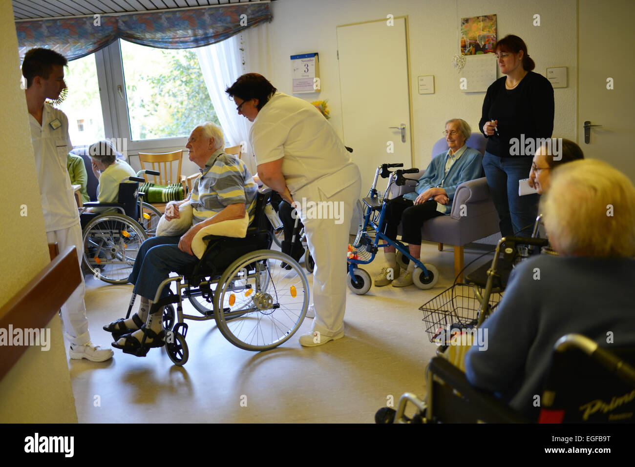 Exemplary care in retirement homes, such as in the senior centre of the Arbeiterwohlfahrt (AWO), cannot be found - Stock Image
