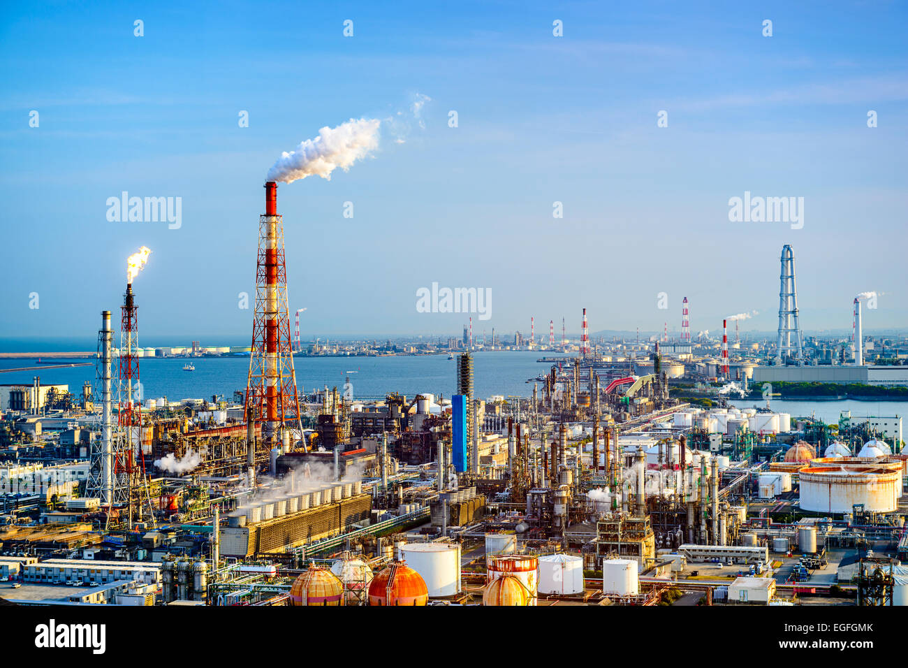 Factories in Yokkaichi, Japan. - Stock Image