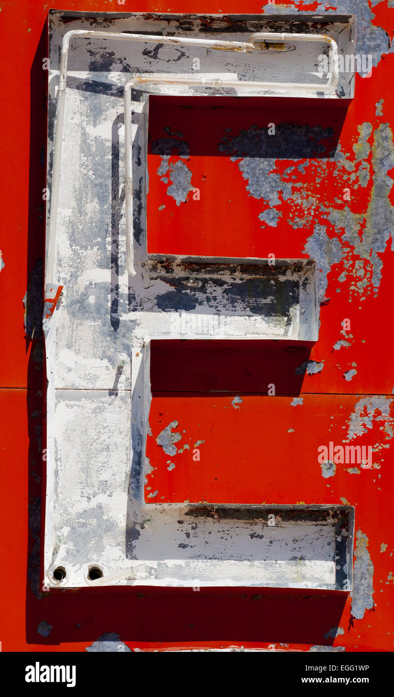 Vintage letter 'E' on a antique, neon sign - Stock Image