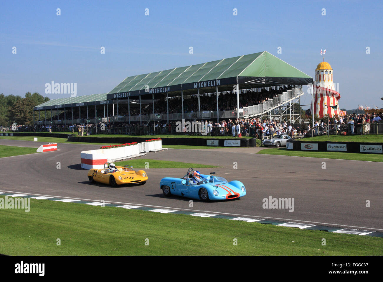 The glory of Goodwood: sunshine, blue skies, close racing, a chicane, and even a helter-skelter / Goodwood Revival - Stock Image