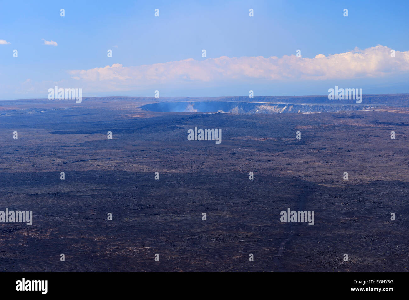 Halema'uma'u crater looking across Kilauea caldera - Volcanoes National Park, Big Island, Hawaii, USA - Stock Image