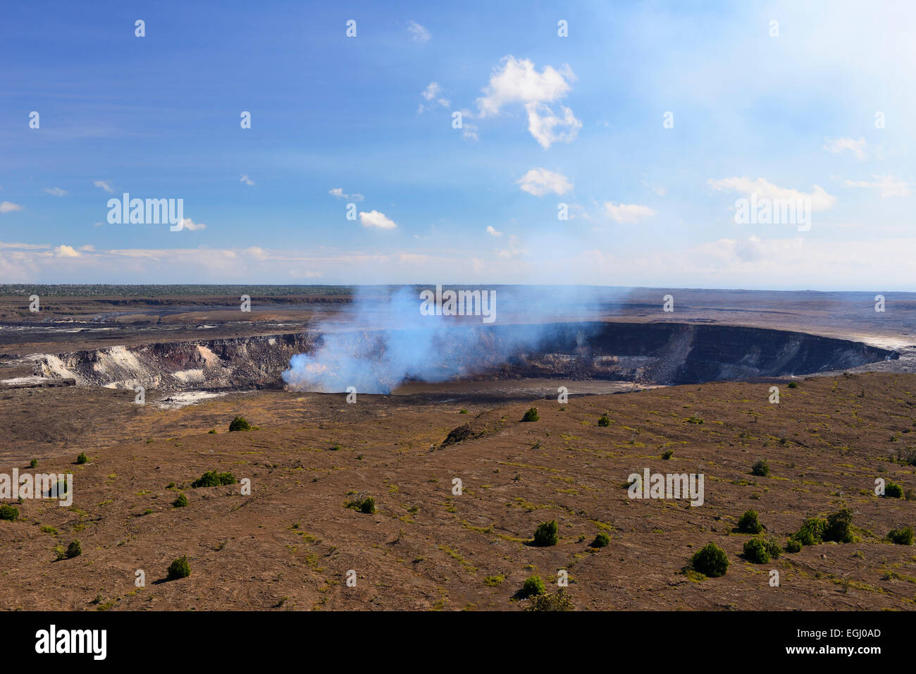 Halema'uma'u crater from Kilauea Overlook - Volcanoes National Park, Big Island, Hawaii, USA - Stock Image