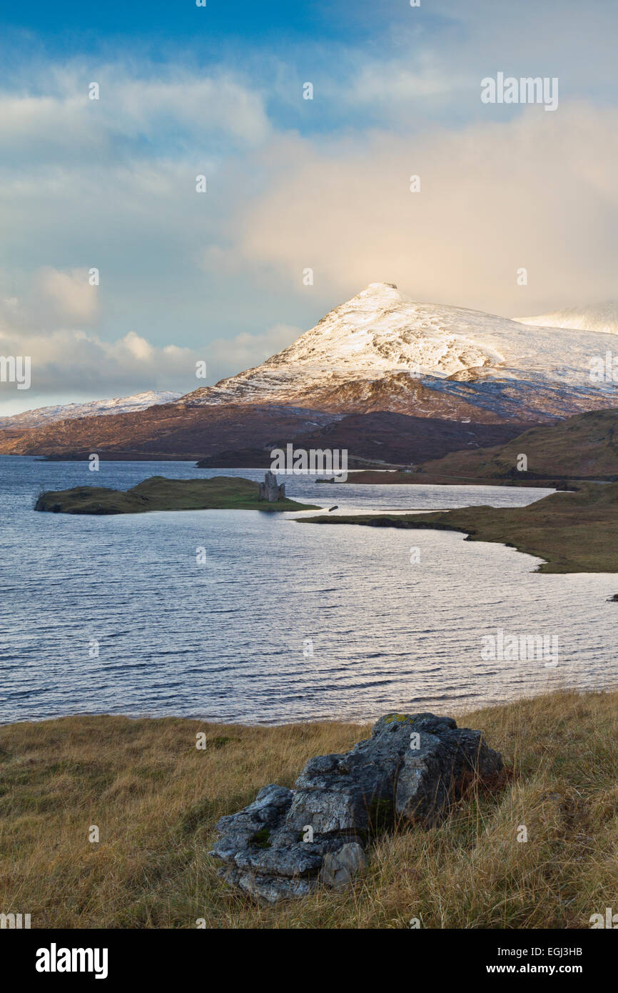 Loch Assynt and Ardwreck Castle, Sutherland - Stock Image