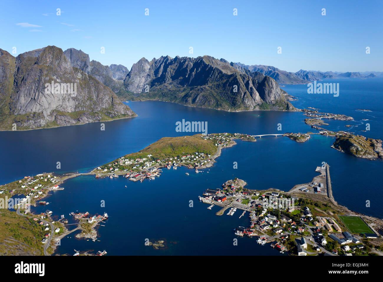 Reinebringen, Aussicht, Blauer Himmel, Reine, Dorf, Fjord, Lofoten, Nordland, Norwegen Stock Photo