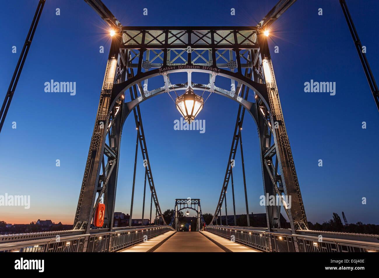 Abendstimmung, auf der Kaiser-Wilhelm-Brücke, Wilhelmshaven, Niedersachsen, Deutschland, Europa, - Stock Image