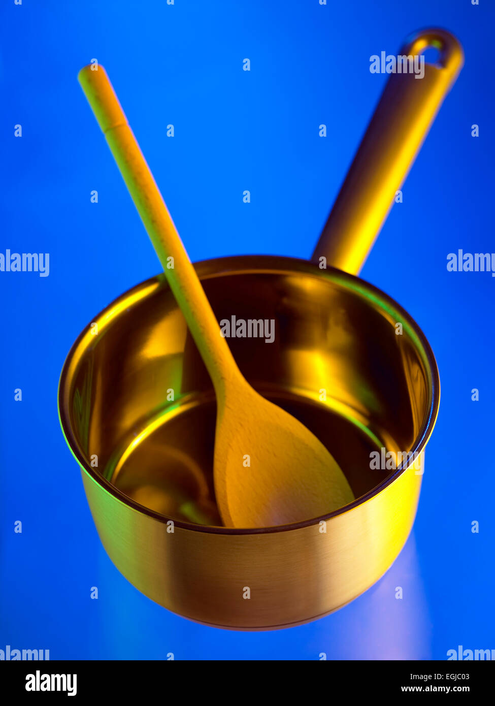 kitchen equipment: pan and spoon - Stock Image