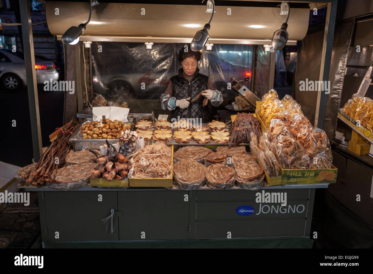Woman street food market in Jongno  in central Seoul,  South Korea - Stock Image