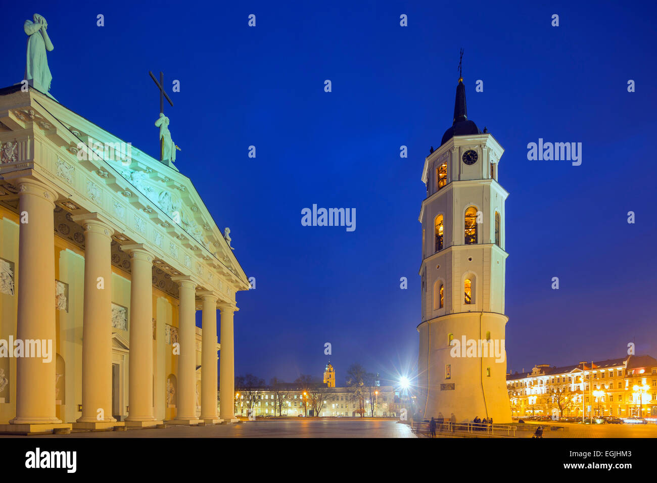 Europe, Baltic states, Lithuania, Vilnius, St. Stanislaus Cathedral and Varpine bell tower in Cathedral Square - Stock Image