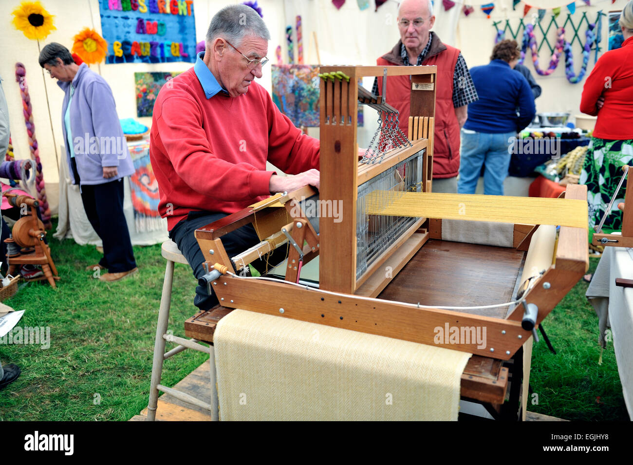 male craftsman weaver demonstrating weaving at county show uk - Stock Image