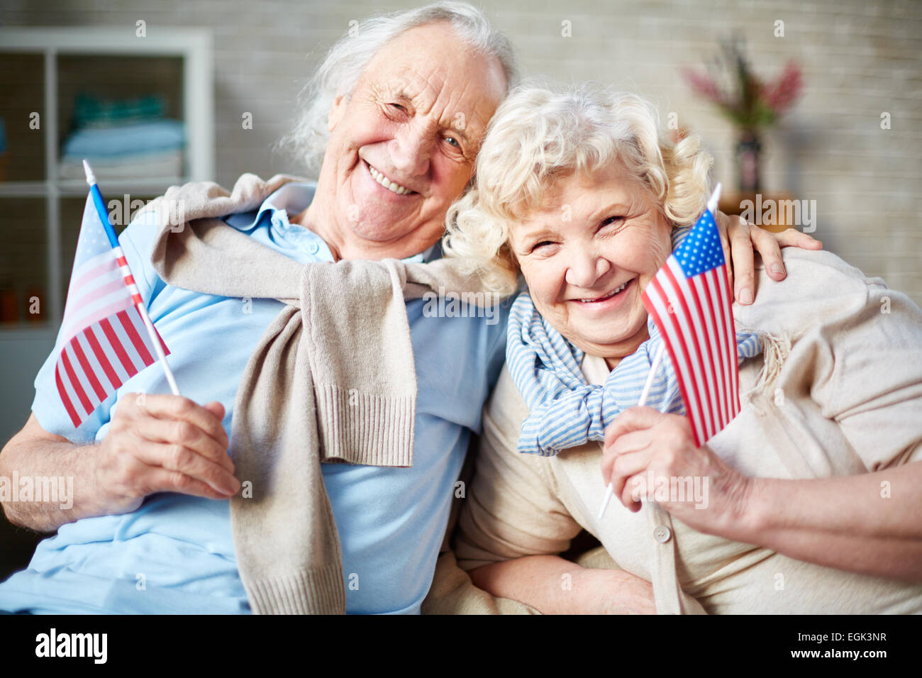 Smiling seniors with American flags - Stock Image