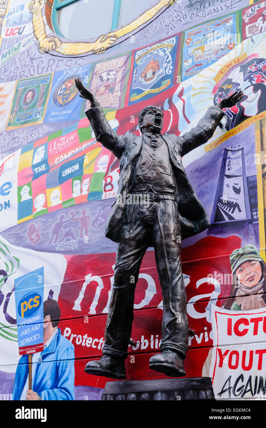 The Irish Congress of Trade Unions wall in Belfast, with the bronze statue of James Larkin. - Stock Image