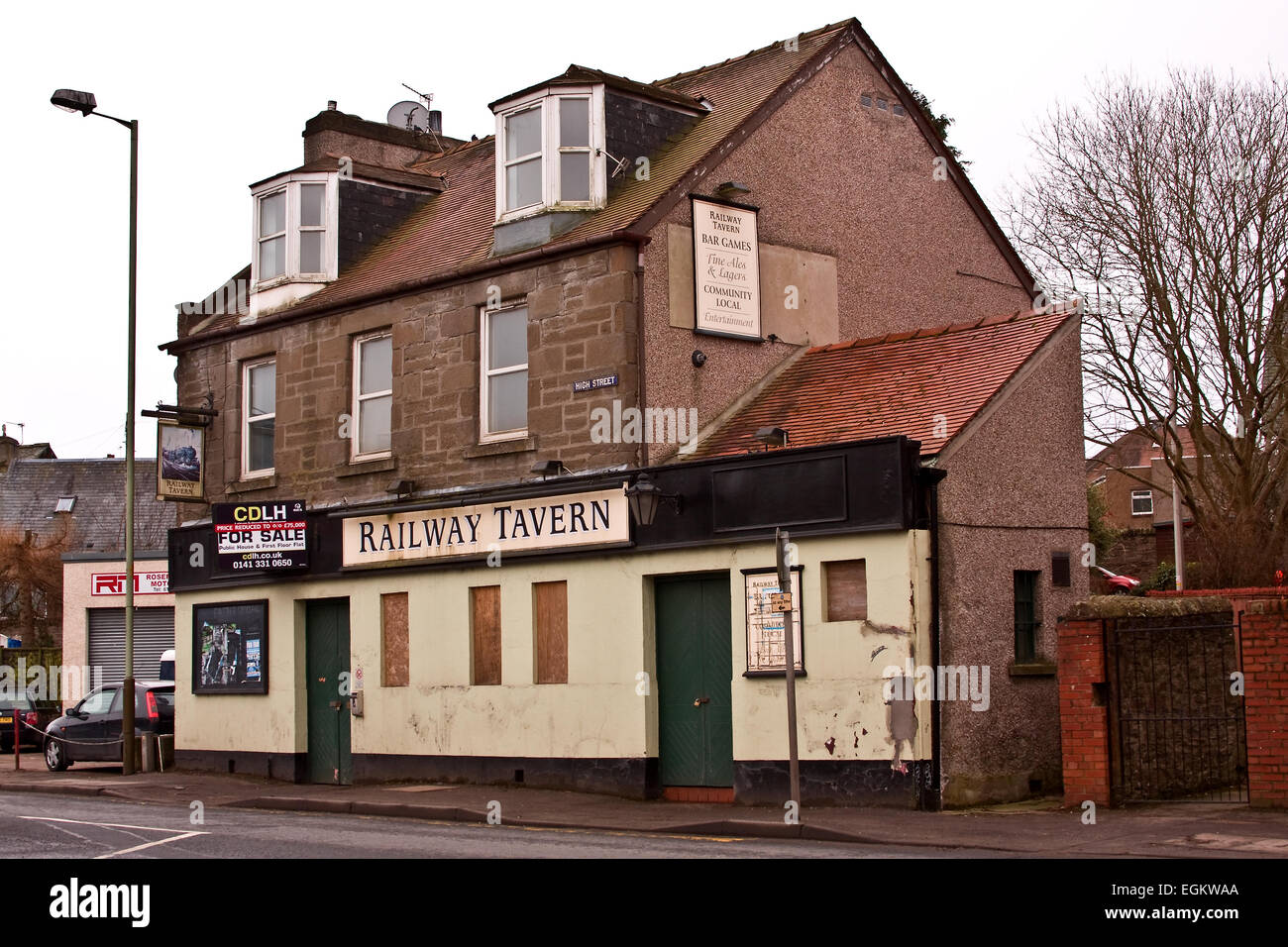 The 19th century Lochee Railway Tavern situated on Lochee Road Dundee, UK - Stock Image