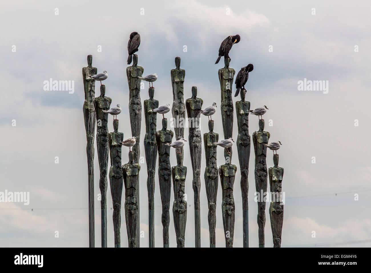 Birds on a sculpture - Stock Image