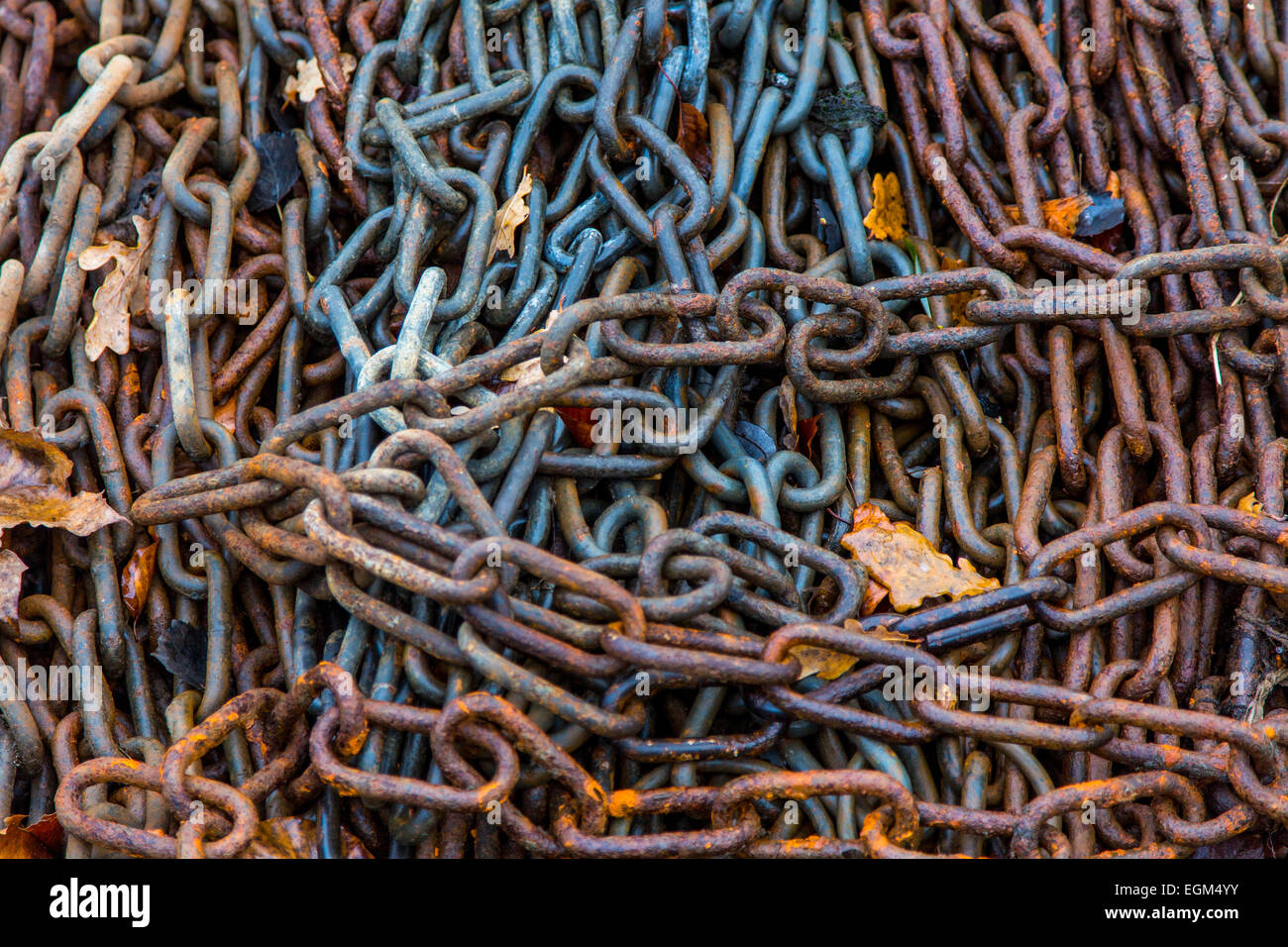 Rusty metal chains in water - Stock Image