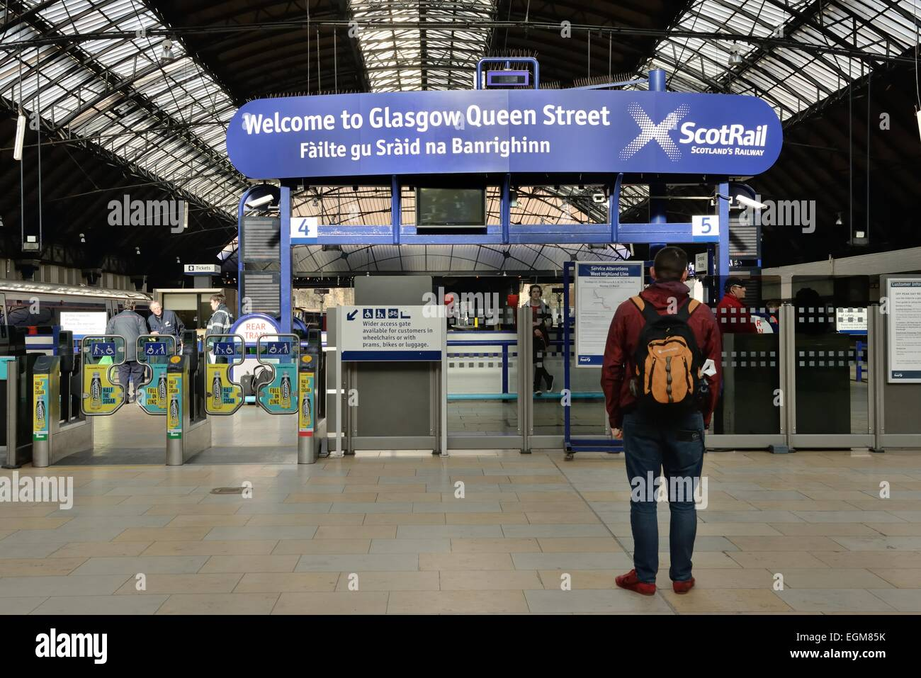 Welcome sign, also in Gaelic,  in Queen Street train station in Glasgow, Scotland, UK - Stock Image