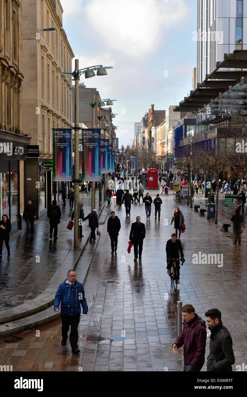 People on the Sauchiehall Street pedestrian precinct, Glasgow, Scotland, UK - Stock Image