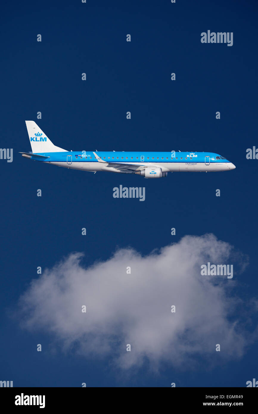 PH-EZS KLM Cityhopper Embraer ERJ-190STD, ERJ-190-100, in flight - Stock Image