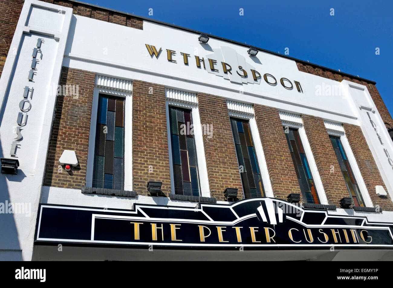 Whitstable, Kent, England, UK. Wetherspoons pub 'The Peter Cushing' in the former Oxford Cinema (Art Deco - Stock Image