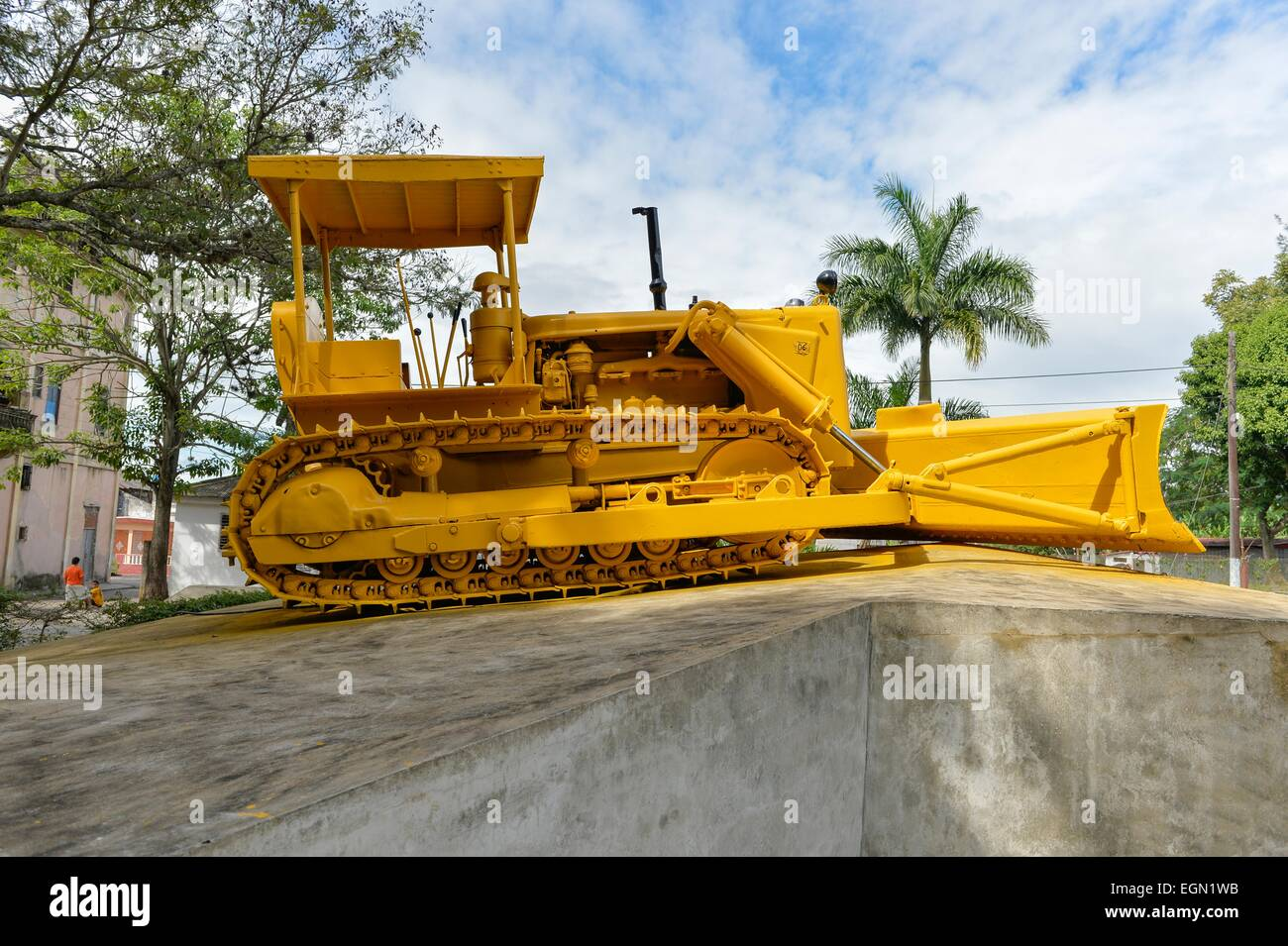 Caterpillar digger from the Cuban Revolution, where the train and carriages were attacked and derailed, Santa Clara, - Stock Image