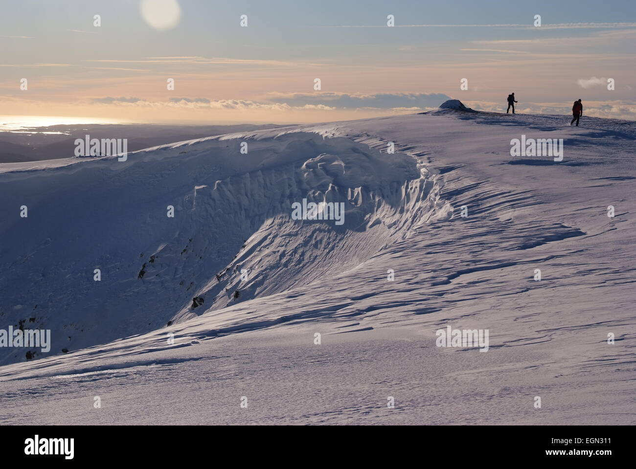 Lake District winter Walkers on Red Screes with cornice - Stock Image