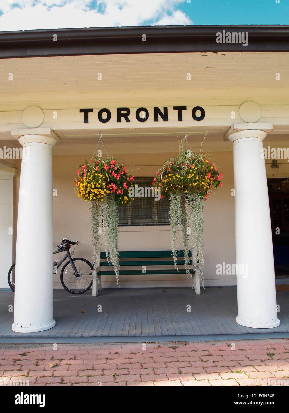 Sign for 'Toronto' at West Toronto Bowling Club's iconic clubhouse – it is in the style of a classical - Stock Image