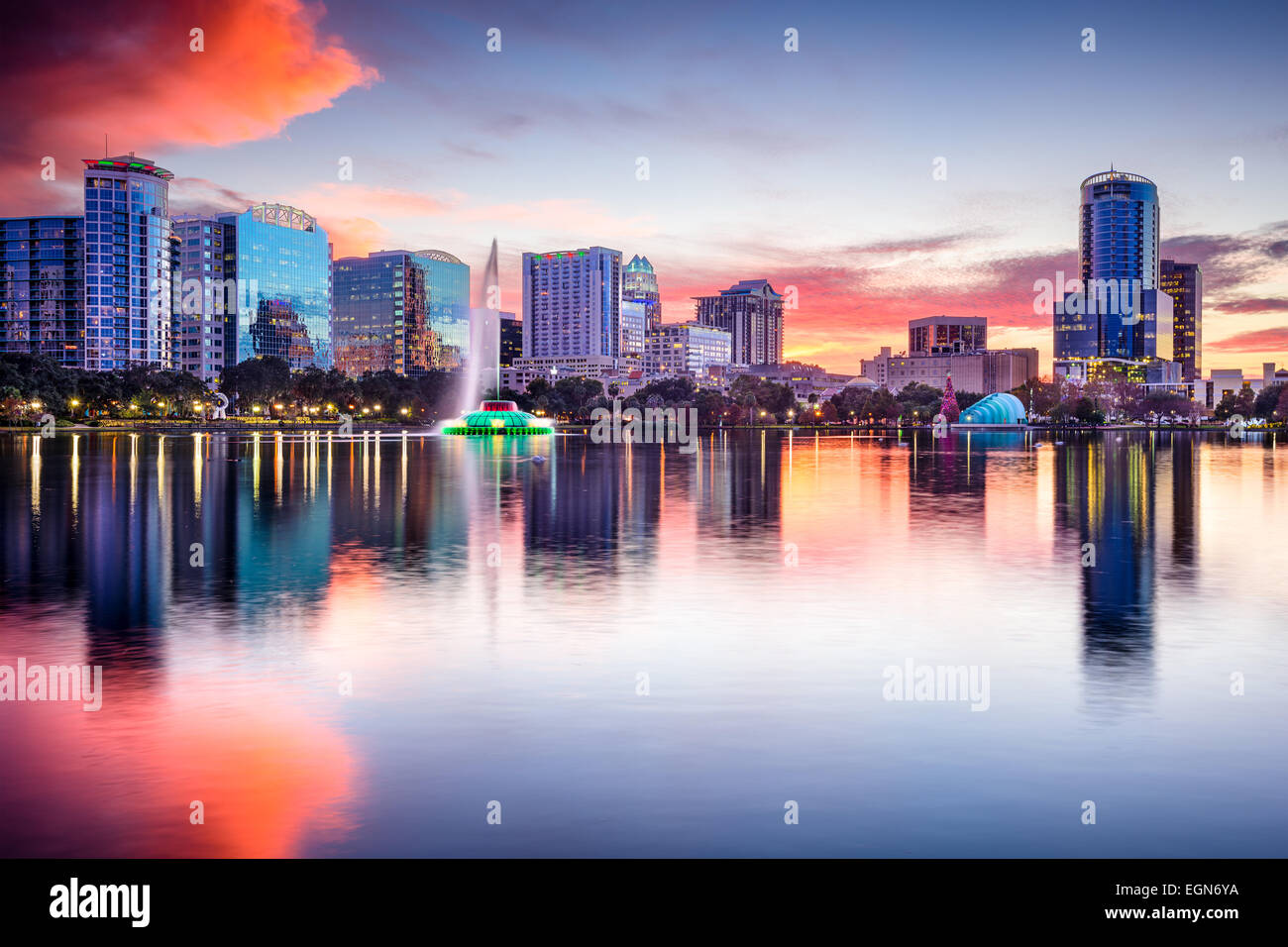 Orlando, Florida, USA skyline at Eola Lake. - Stock Image