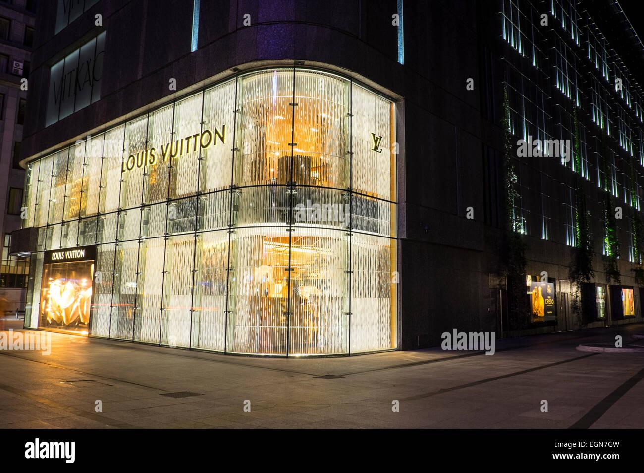 d20b3f231c263 Louis Vuitton store in Warsaw, Poland Stock Photo: 79142921 - Alamy