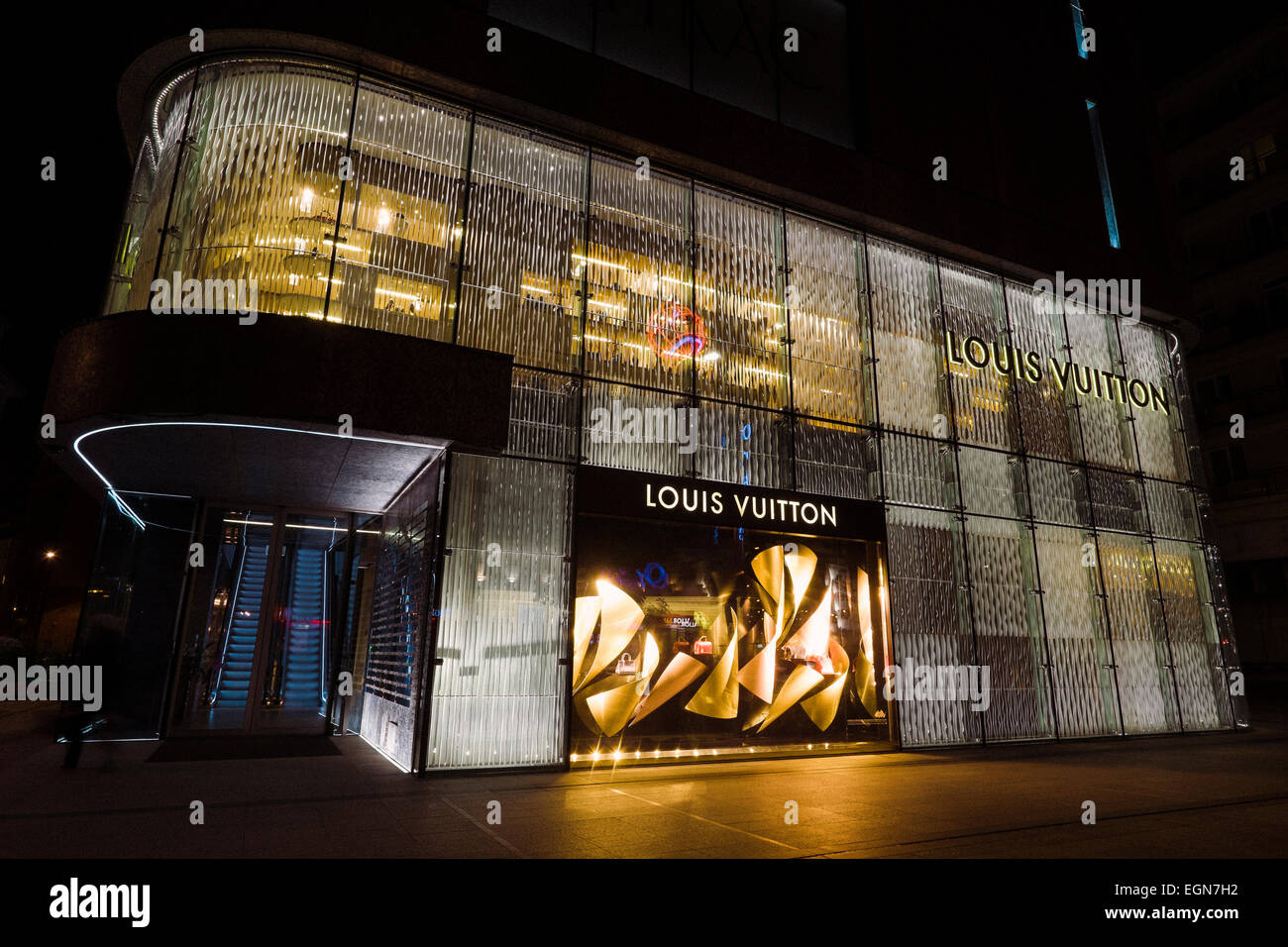 c470c5afb6cf3 Louis Vuitton store in Warsaw, Poland Stock Photo: 79142926 - Alamy