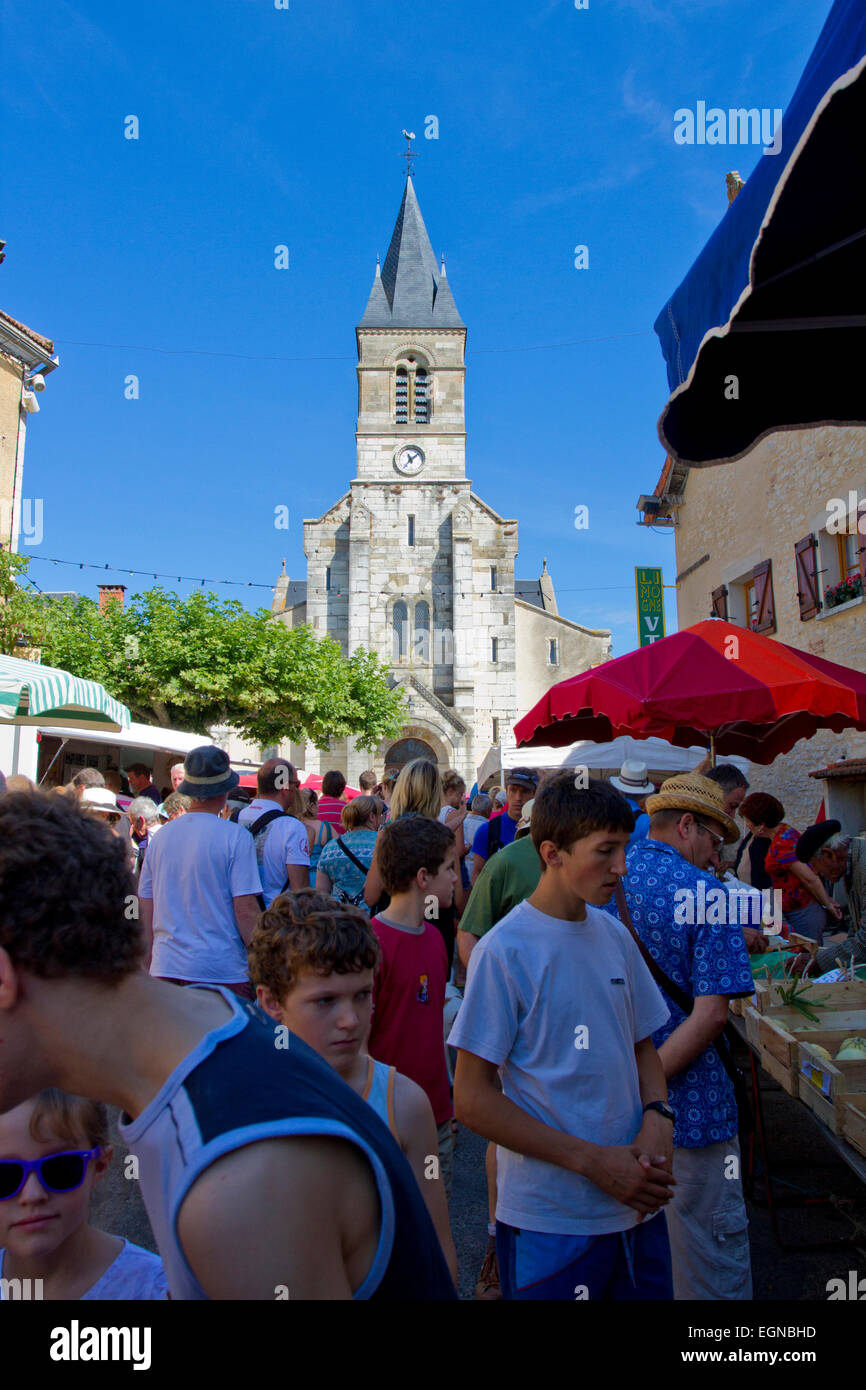Street scene at a Sunday market in Limogne-en-Quercy, a commune in the Lot Department, south-western France in August - Stock Image