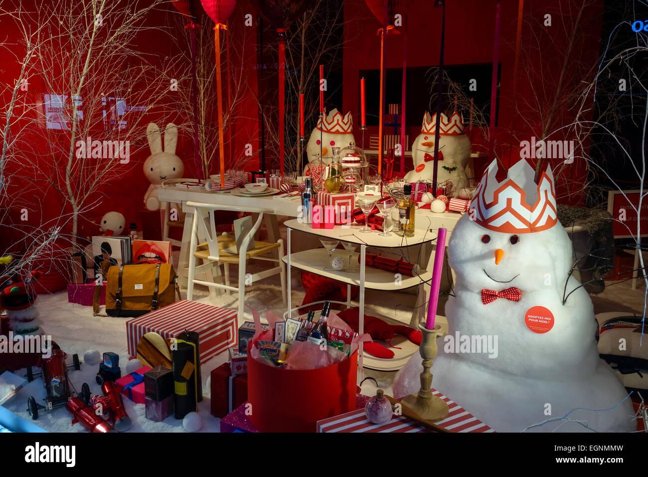 Christmas Shop Windows Paris Stock Photos & Christmas Shop Windows ...