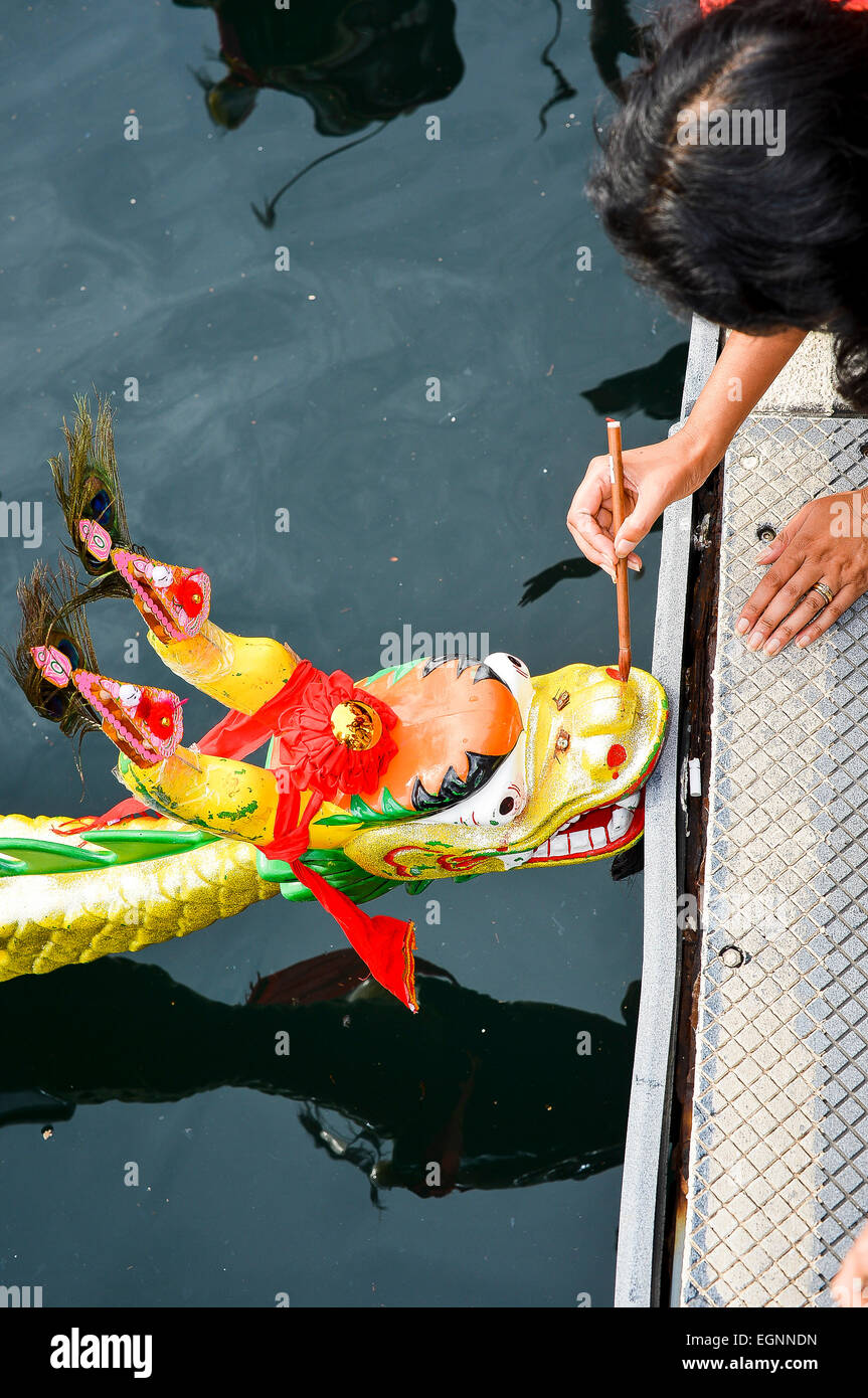 Sydney, Australia. 28th February, 2015. An Eye dotting ceremony for each Dragon Boat was held before the start of - Stock Image