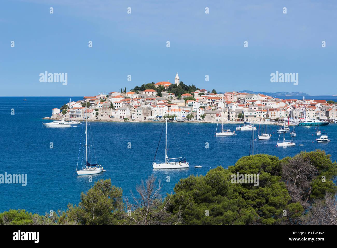 Primosten, Sibenik-Knin County, Croatia. Popular resort town on the Adriatic coastline. - Stock Image